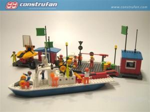 Batiscafo en soporte y barco descargado